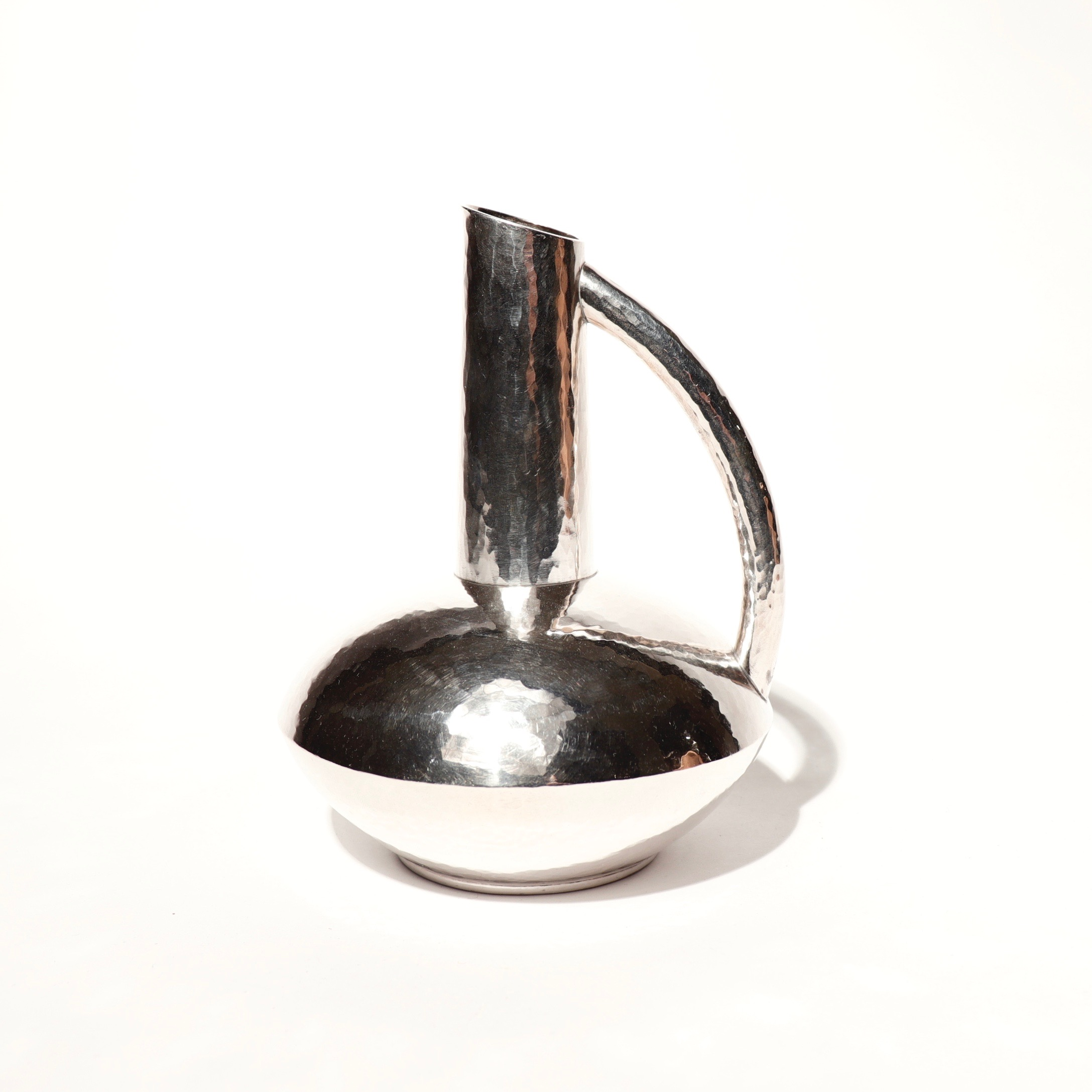 CA90007: Silver Ewer Vase by Seiho