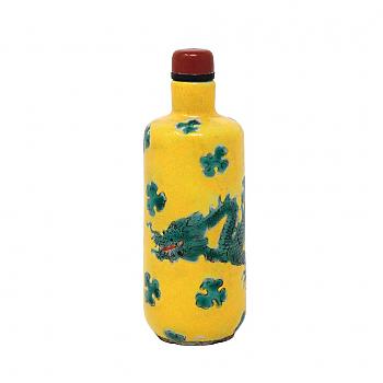 UH80157: Enameled Porcelain Dragon Snuff Bottle