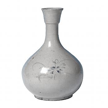 KG70041: Yi Blue & White Bottle Vase